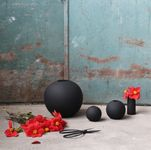 COOEE Ball Vase 8cm, Sort (389-ball-black-8cm)