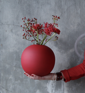 COOEE Ball Vase 20cm, Rød (389-ball-dusty-red-20cm)