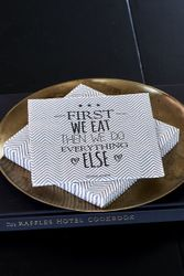 "Riviera Maison Servietter ""First We Eat"""